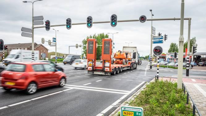 Snelheidsduivels racen met meer dan 100 km/u over kruispunt: Leimuiden is het spuugzat