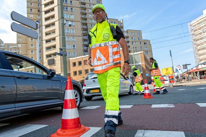Op mooie dagen worden er vaak verkeersregelaars ingezet.