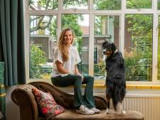 'De Van Hogendorpstraat op zijn knapst: bevriende buren die elkaar verblijden met een pan soep'