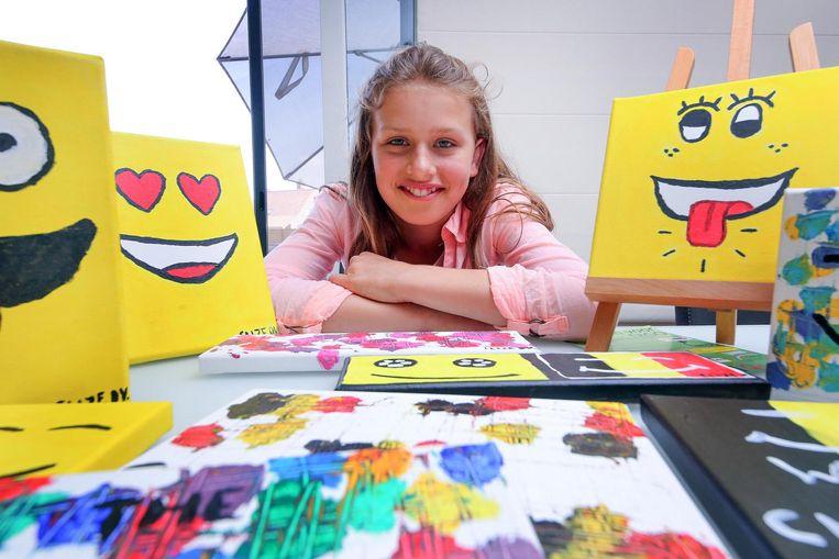 Elize Devos maakt kunstwerkjes die ze gaat veilen voor het kankeronderzoek.