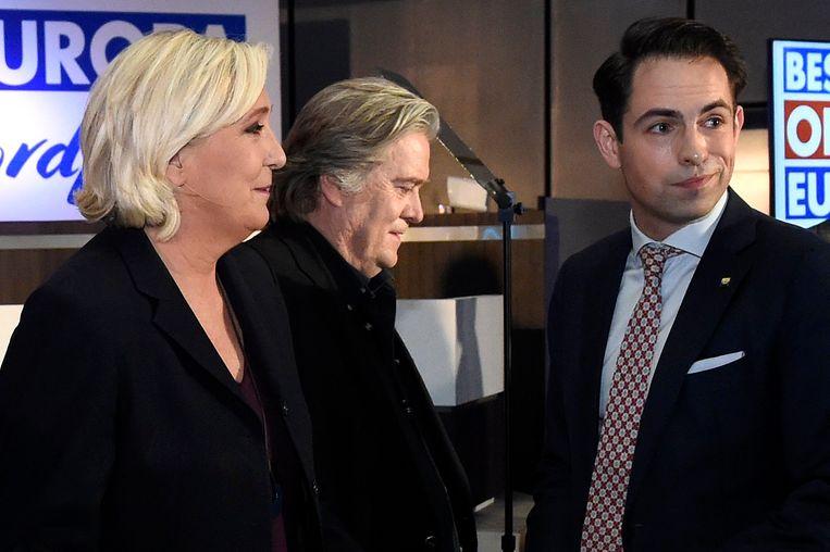 Marine Le Pen, Steve Bannon en Tom Van Grieken. Beeld Photo News