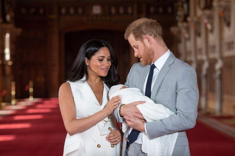 Meghan Markle met prins Harry en hun zoontje Archie. Beeld AFP