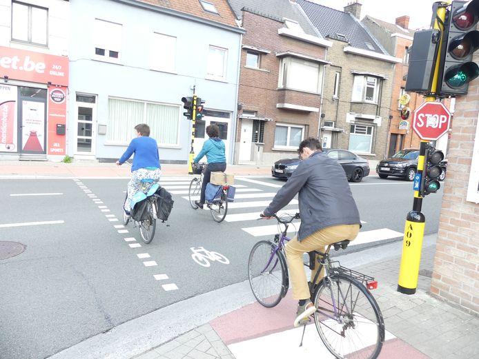 De aparte groenfases voor fietsers zorgden voor teveel file. Awv kijkt voor een andere oplossing.