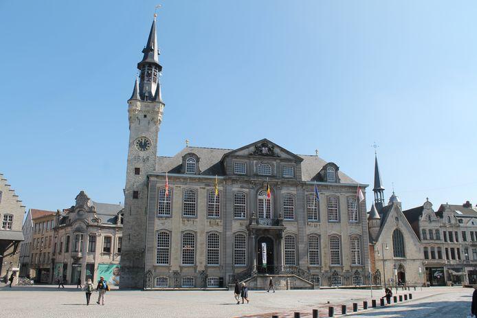 Op 4 december kan je de belforttoren aan het stadhuis van Lier van binnen bezichtigen.