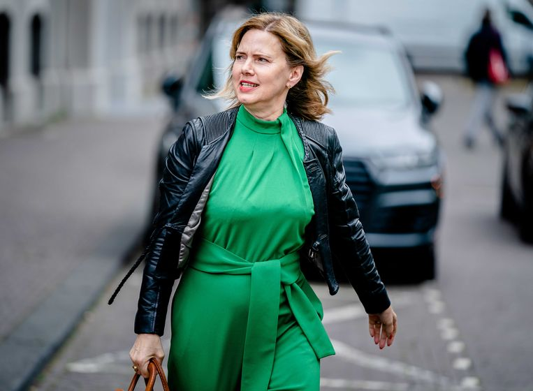 Demissionair Minister Cora van Nieuwenhuizen van Infrastructuur en Waterstaat (VVD) komt aan op het Binnenhof voor de wekelijkse ministerraad. Beeld ANP