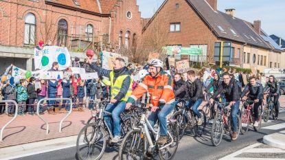Klimaatpeloton fietst langs Zottegemse scholen