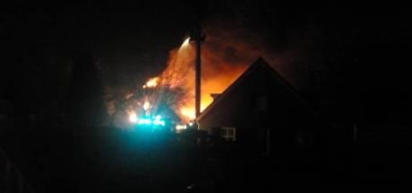 Leegstaande Zijtaartse boerderij gaat in vlammen op