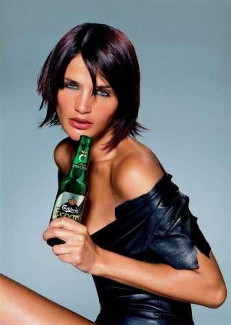 Helena Christensen mag gelukkig nog wel reclame maken voor Carlsberg. Beeld UNKNOWN