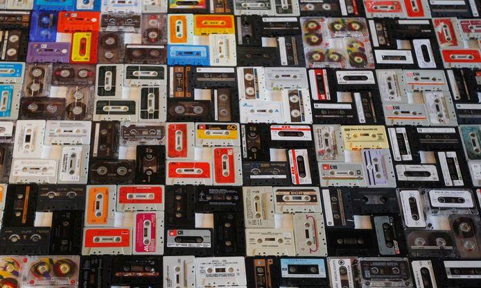 Een verzameling cassettebandjes.