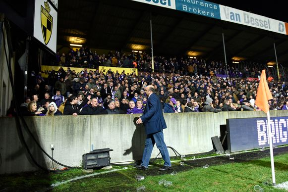 Eric Roef ging de supporters bedaren. (FOTO GMAX AGENCY)