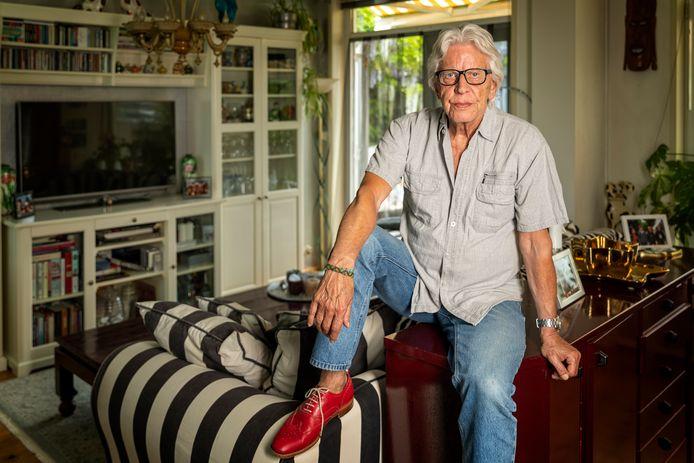 Rudi van de Berg, bij fans van The Motions beter bekend als Rudy Bennett, ontdekte later in zijn leven dat je 'met behangen ook mensen blij kunt maken'.