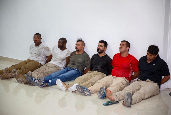 Zes verdachten van de moord op de Haïtiaanse president Jovenel Moïse. De twee mannen links zijn James Solages en Joseph Vincent, twee Amerikanen van Haïtiaanse afkomst.