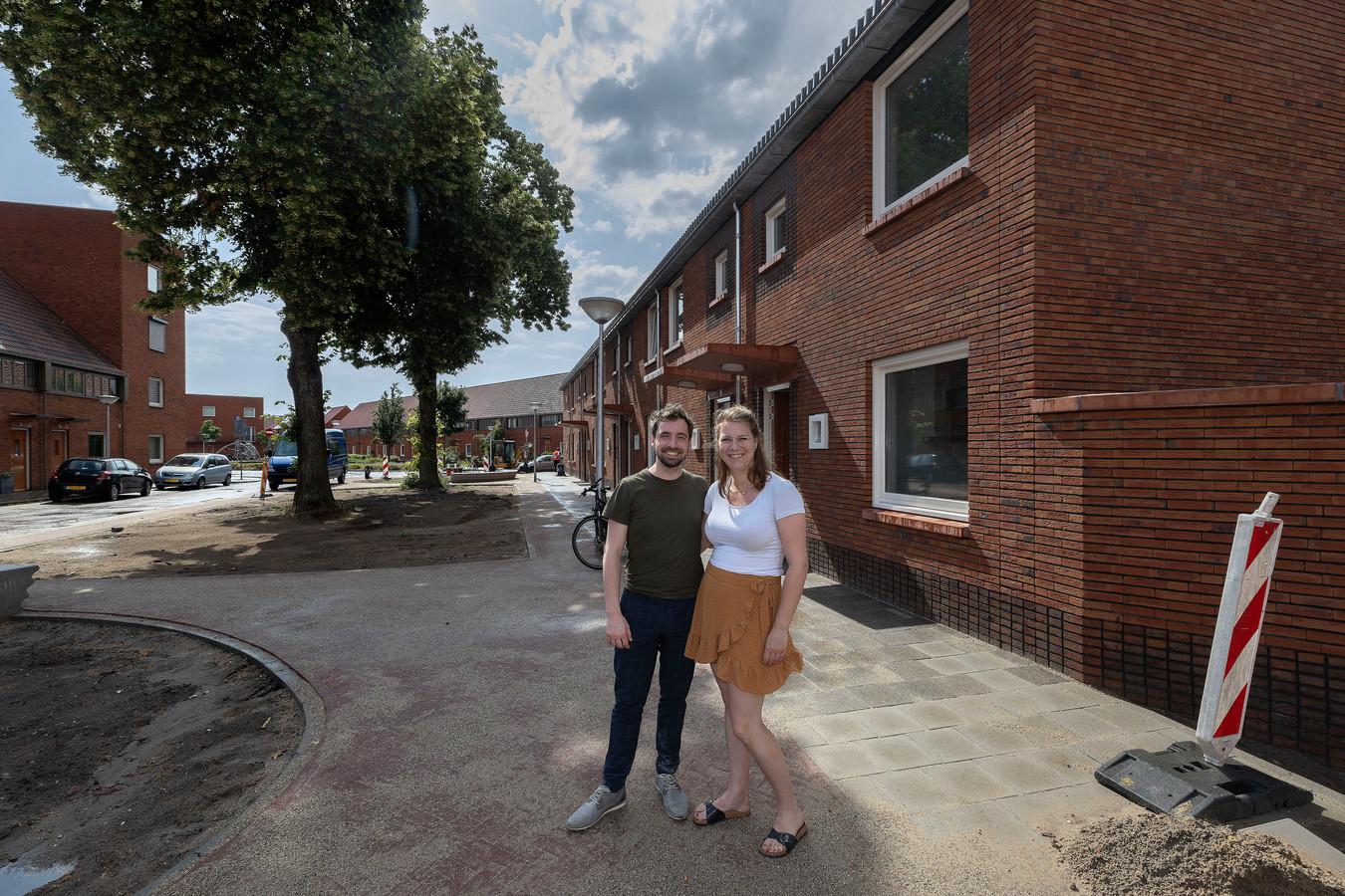 Sander Winters en Jitske Dauwerse, een van de vijftien huurders van Trudo in Eindhoven met een middeninkomen die nu met korting een woning hebben kunnen kopen via de corporatie.
