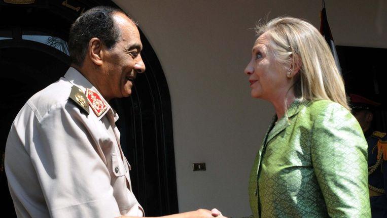 Legerleider Mohammed Hussein Tantawi sprak gisteren met de Amerikaanse minister van Buitenlandse Zaken Hilary Clinton in Caïro. Beeld epa