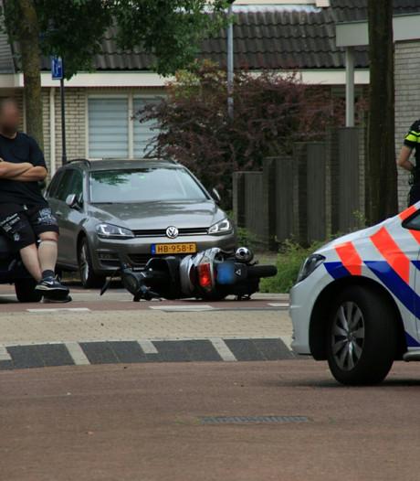 Scooter geschept door auto in Nijkerk