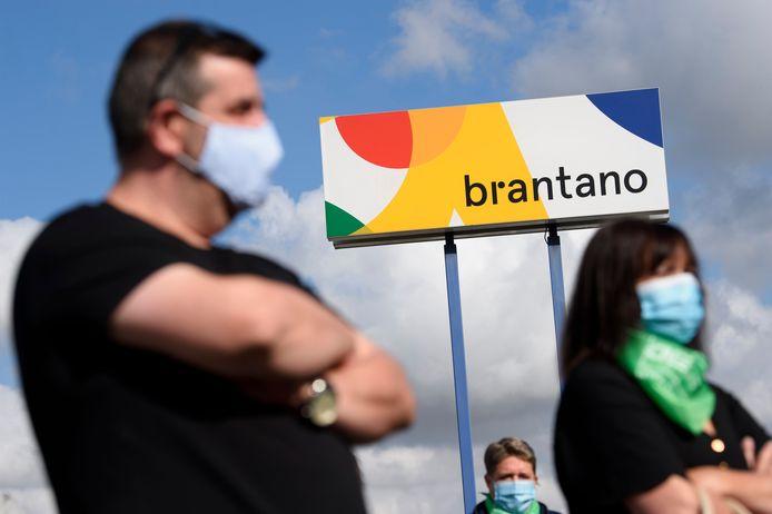 Werknemers van de failliete schoenenketen Brantano voeren actie. Ze vinden dat ze slachtoffer zijn van de FNG-groep, het moederbedrijf van Brantano, en eisen gerechtigheid.