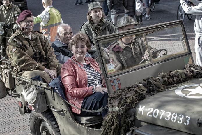 Burgemeester Liesbeth Spies tijdens de viering van Bevrijdingsdag in Alphen in 2018.