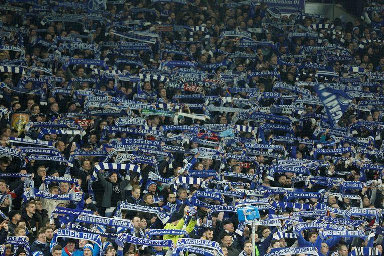De fans van Schalke 04, de ex-ploeg van Kamba.
