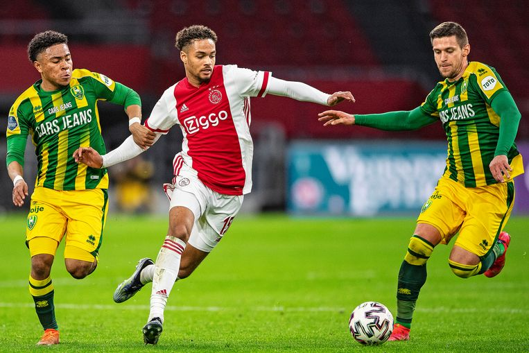 Ajacied Devyne Rensch (midden) beleefde een uitstekend seizoen. Beeld Guus Dubbelman / de Volkskrant
