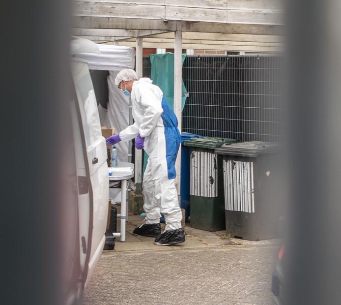 Rechercheonderzoek aan de van Zuylenware waar het lichaam van Deniz Guldogdu werd gevonden.