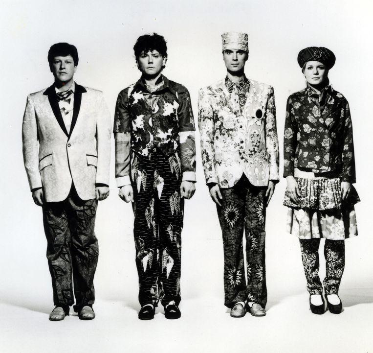 Talking Heads in eighties-plunje (1988). Van links naar rechts: Chris Frantz, Jerry Harrison, David Byrne, Tina Weymouth.  Beeld Alamy Stock Photo