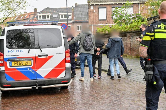 Man wordt maandagochtend aangehouden na achtervolging in Becrum in Breda. Hij had geen geldige reisdocumenten bij zich.