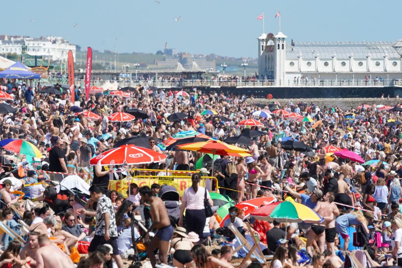 Het strand in Brighton, eerder dit jaar Beeld Getty Images