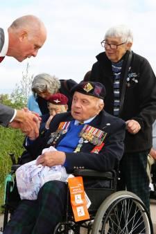 De veteranen die 75 jaar geleden Nederland bevrijdden keren als helden terug naar de Biesbosch