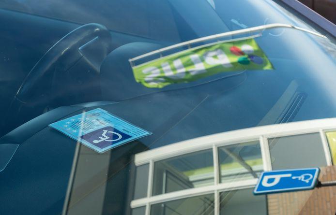 De gemeenteraad van Heerde zet een streep door de forse verhoging voor de prijs van een parkeerkaart voor gehandicapten.