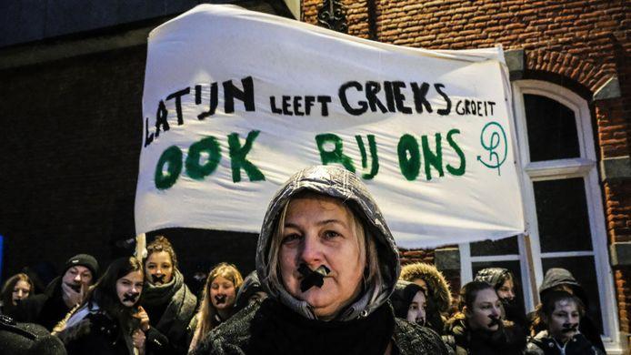 Latijn leeft, Grieks groeit, ook in Hemelvaart.