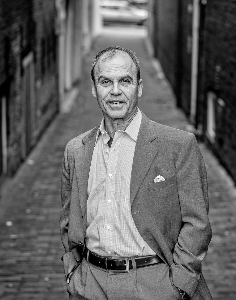 Scott Turow woonde voor zijn boek enkele maanden in Den Haag. Beeld Patrick Post