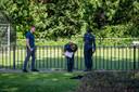 De politie doet onderzoek in de buurt waar Joshua werd neergestoken.
