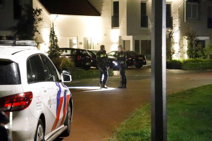 In de nacht van zaterdag op zondag is een woning aan de Dijkskruin in Cuijk beschoten. Het huis op de achtergrond is niet het huis dat beschoten is.