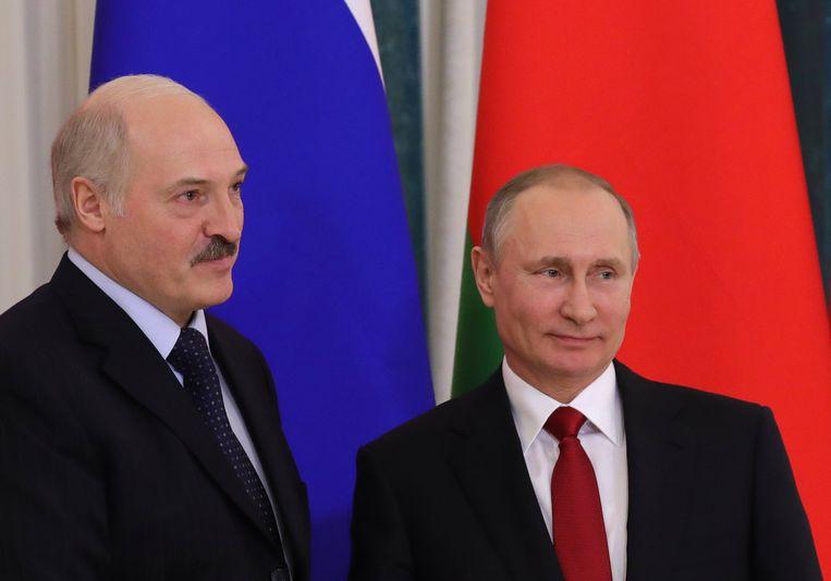President Alexander Loekasjenko bij zijn Russische ambtgenoot Vladimir Poetin. Beeld EPA