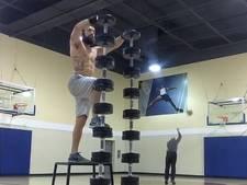 Opa steelt show van fitnessgoeroe