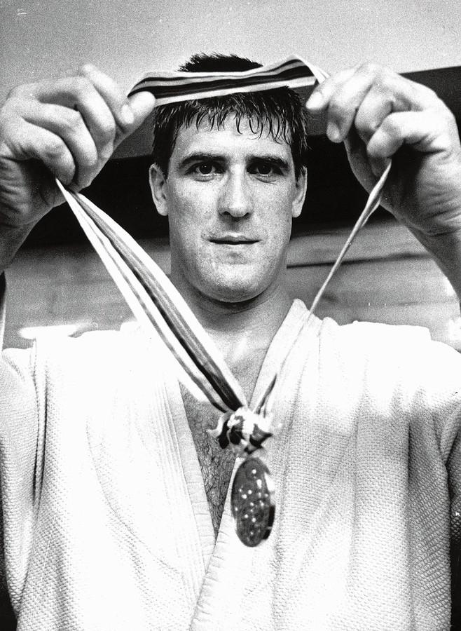 Anton Geesink won als eerste niet-Aziaat het goud tijdens de Olympische Spelen van 1964.