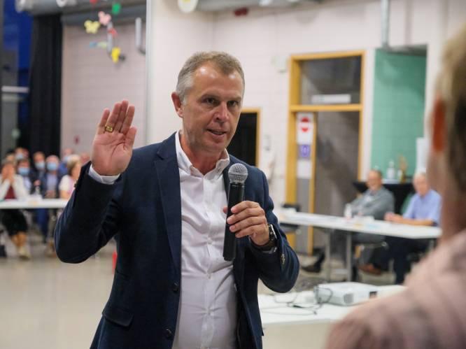 """Aftredende schepenen geven burgemeester veeg uit de pan op gemeenteraad: """"Leiderschap is totaal zoek"""""""