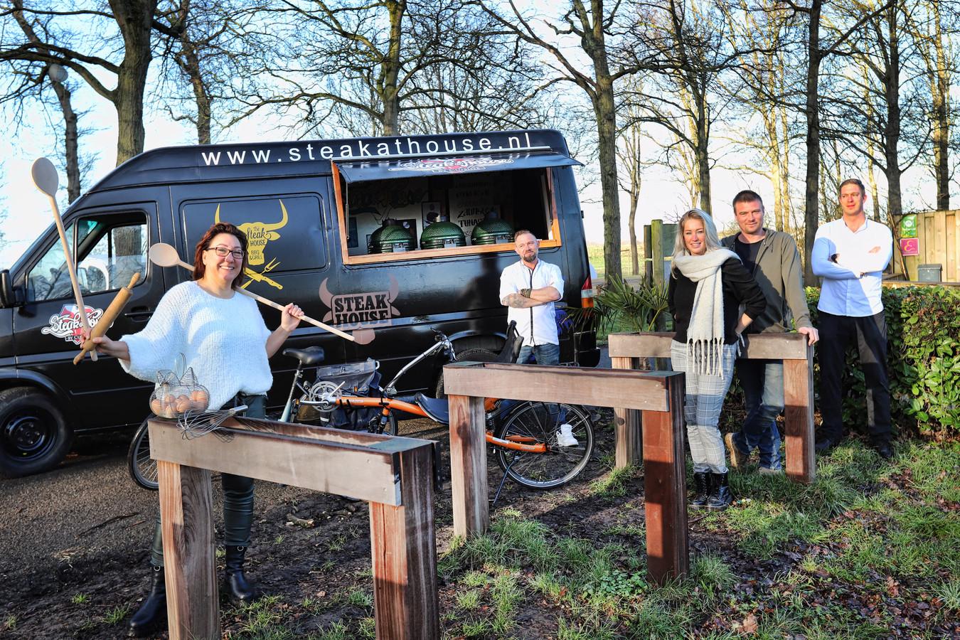 Deze ondernemers zetten een fietstocht met onderweg hapjes en drankjes op touw.