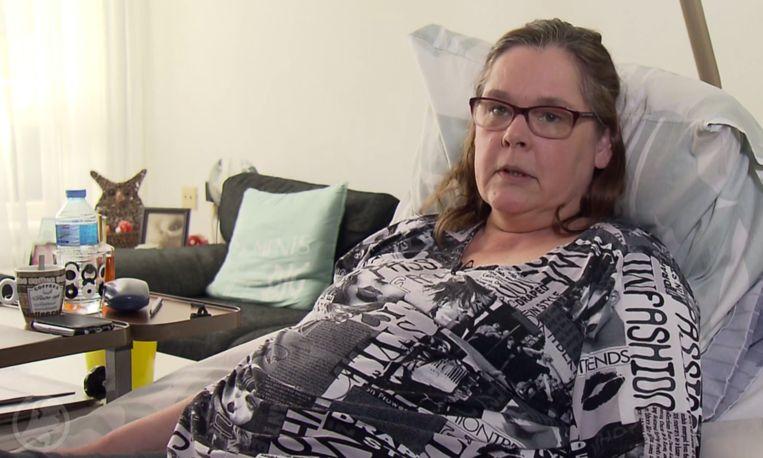 Karina kan al vier maanden niet douchen door verlamming