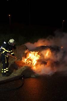 Brandweer blust buitenbrand in Waalwijk