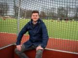 Bijles van de barman: Arnhemse hockeyclub schiet schoolgaande jeugd te hulp
