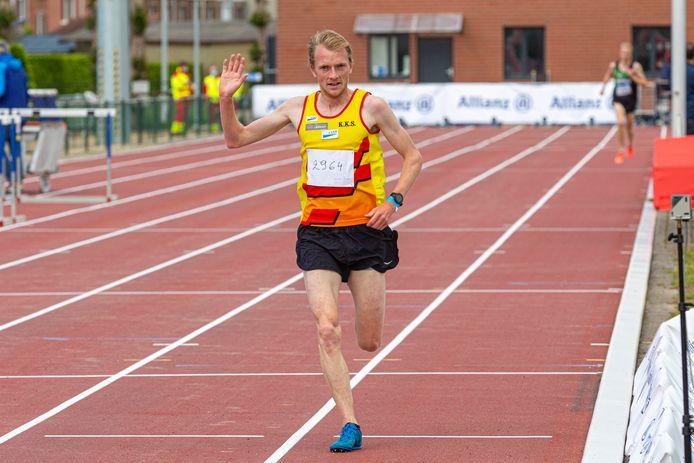Na Vlaams goud op de 5000m behaalde Steven Casteele zaterdag nationaal zilver op de 10.000m.