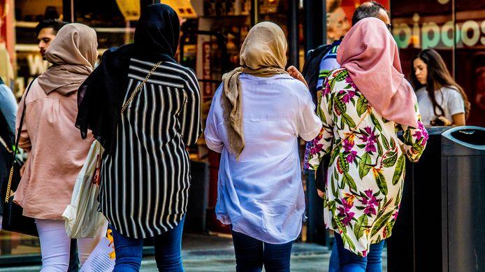 Ter illustratie: vrouwen met een hoofddoek.
