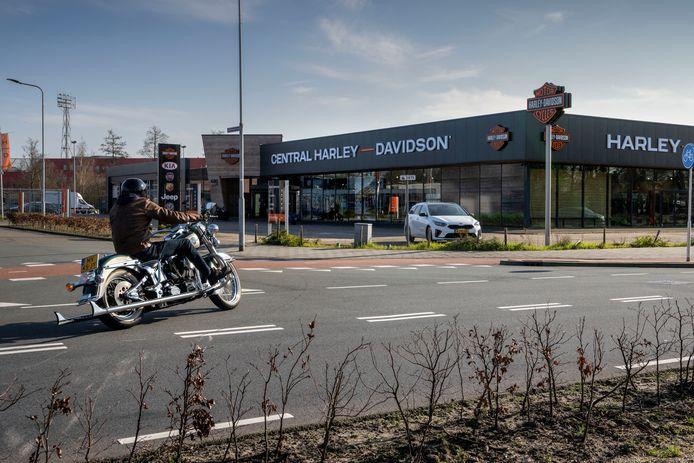 Bewoners van de Herven en Carolus klagen over geluidsoverlast die onder meer zou worden veroorzaakt door klanten die een proefrit rijden op een motor van Central Harley Davidson.