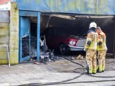 Oldtimers  zwaar beschadigd bij garagebrand in Roosendaal