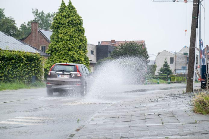 LEEST Wateroverlast op de Kapellebaan