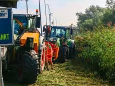 Tractor belandt in het water bij Hardinxveld-Giessendam