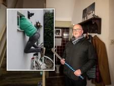 Hoe makkelijk kun je via een wc-raampje een huis binnendringen? We deden een test in Harderwijk