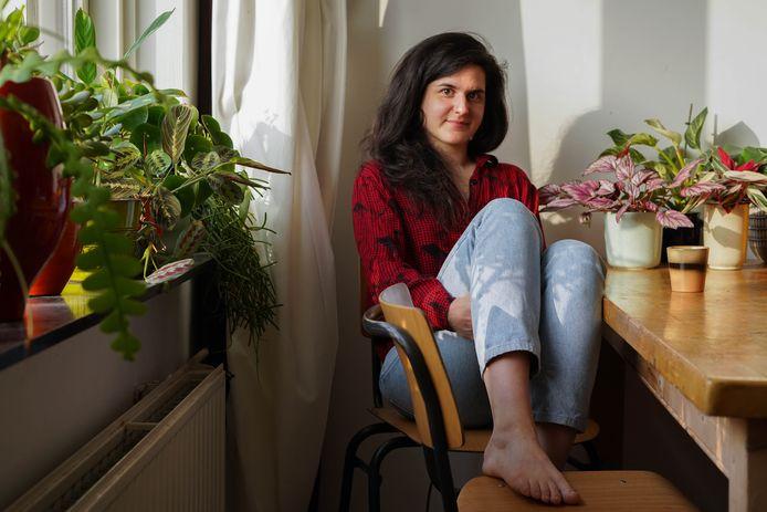 'Plantendokter' Matea Bakula (30) probeert alleen te stekken en planten tweedehands te kopen.