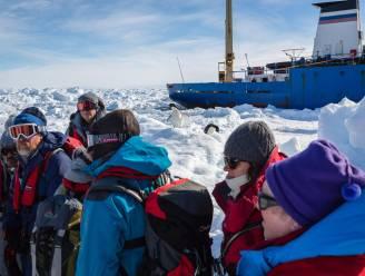Alle passagiers vastgevroren schip Antarctica geëvacueerd